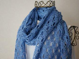 鉤針編みのストール(ブルー)の画像
