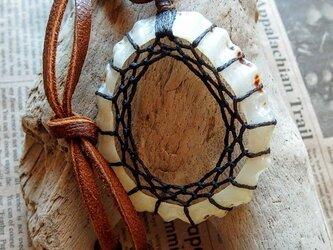 シーシェル・ドリームキャッチャーペンダント ブラウン 鹿革ネックレス +*ハンドメイドの画像