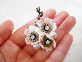 【SALE】桜レースと淡水パールの小さめブローチAの画像