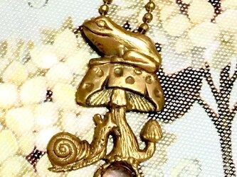 妖精詩集 /キノコといっしょ (カエル+キノコ+カタツムリ)真鍮と天然石の画像