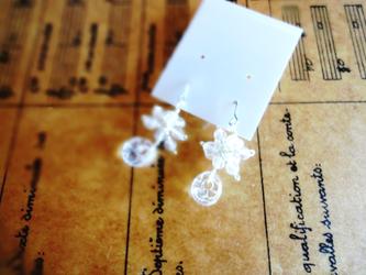 硝子の蜻蛉玉■水晶の鈴なりデザイン ピアスの画像