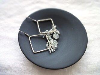 硝子の蜻蛉玉■水晶の鈴なりデザイン×シルバースクエアの画像
