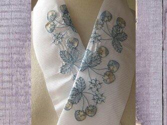 半衿・刺繍ポリ絽半衿・恋するイチゴの画像