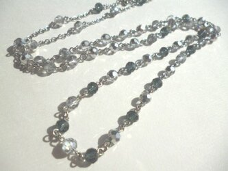 カットガラスのネックレスの画像