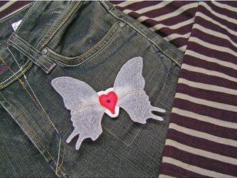 ★アップリケ★刺繍ワッペン★ハートに蝶の羽★アイロン接着可★の画像