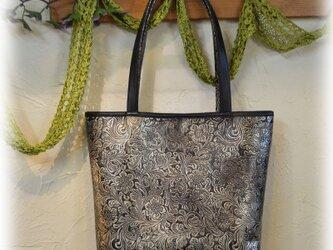 革製 シェリダンプリントのトートバッグの画像
