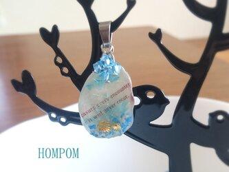 貝がらのペンダントトップ ホムポムの画像