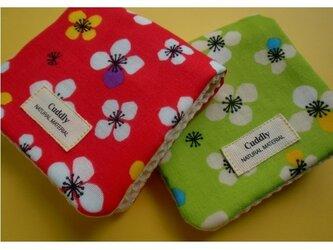 PURE*ミニハンカチ*Wガーゼ北欧風 花柄 2枚セット ピンク&グリーンの画像