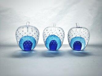 ガラスのリンゴ 「青」の画像