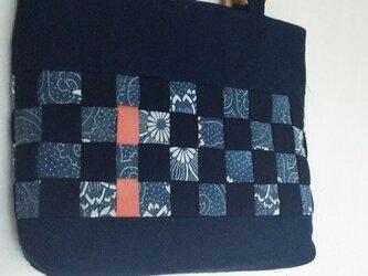 藍の古布で編んだ手さげ。値下げしました。の画像