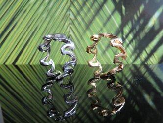 Wave Crown Ring 波モチーフが指を1周して王冠にの画像