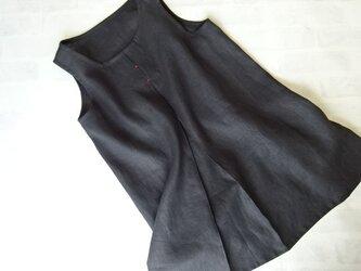 リネン・Aラインのタックブラウス・ブラックの画像