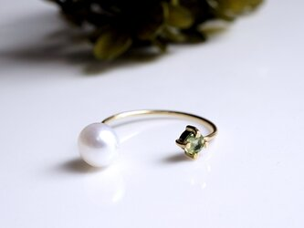 K18ペリドットと淡水真珠のフォークリング ~Tuomiの画像