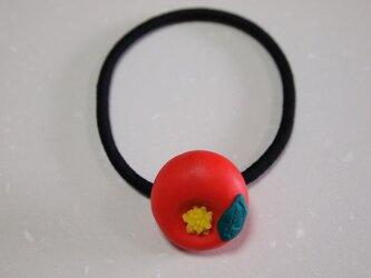 和菓子のヘアゴム(ツバキ)の画像