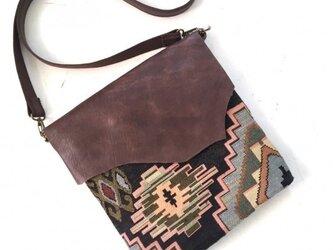 レザーフラップショルダーバッグ(ネイティブ柄ゴブラン織)の画像