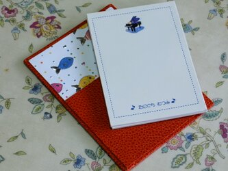 ★お名前入り★ 台付きmy メモ帳 オレンジ色 【カラフルなさかな】 の画像
