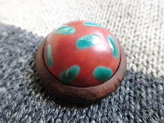 ボタン 磁器と紫檀 朱の画像