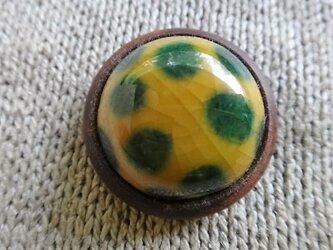 ボタン 磁器と紫檀 黄の画像