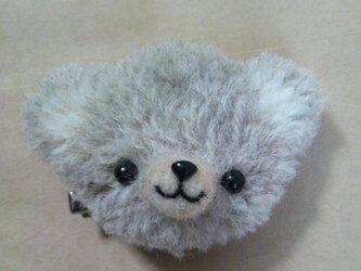 子熊のブローチの画像