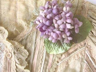 パープルのすみれ *  綿ローン製 * コサージュ 髪飾の画像