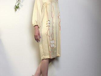 着物リメイク 正絹コクーンワンピース 黄色 金糸刺繍入りの画像