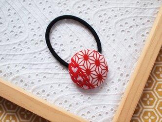 赤い麻の葉の手ぬぐいヘアゴムの画像