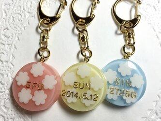 選べる3色!名前入り☆white flowerキーホルダーの画像