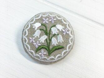 リネン  すずらん 刺繍ブローチ 40ミリサイズの画像