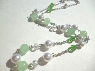 カルセドニー・パール・カットガラスのネックレスの画像