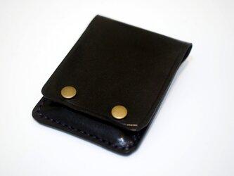 モバイルバッテリーと革のケースの画像