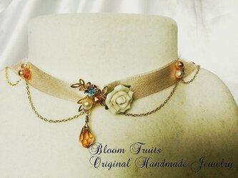 ローズモチーフのチョーカーネックレスの画像