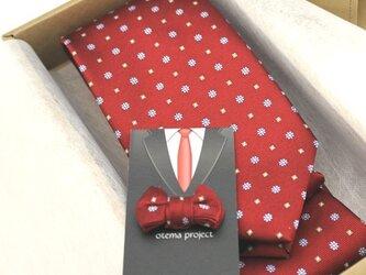 還暦のお祝いに~赤の花小紋ネクタイ&タックピン/受注後の制作の画像