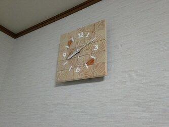 桧の年輪に癒やされる 壁掛け時計の画像