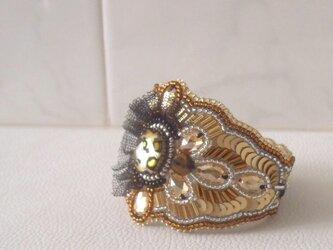 【ビーズ刺繍】スワロフスキーの金色ブレスレットの画像