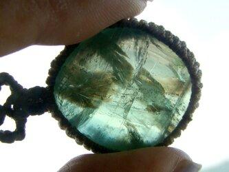 天然石 グリーンフローライトのマクラメ編みネックレスの画像