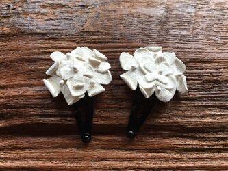 革花のブーケスリーピン 2個セット 白の画像