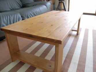 木で作ったシンプルローテーブルの画像