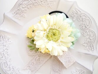 お花のロマティックなヘアゴム・プリンセスイエローの画像