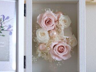 白とピンクのフォトフレーム(ハガキサイズ) #095の画像