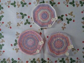 小さなお花のついたコースター(ピンク系)の画像