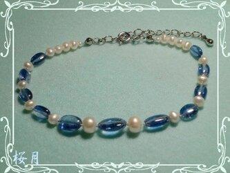 桜月 カイヤナイトと淡水パールのブレスの画像