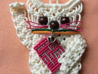 再販売 小さな招福招き猫の壁掛け(白)~マクラメ編みの画像