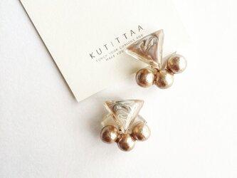送料無料 耳に添う▽marble cotton pearl earring 『beige 』の画像