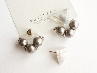 【再販】送料無料 耳に添う▽marble cotton pearl catch pierce 『silver』の画像