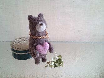 ハート持ったクマさんの画像