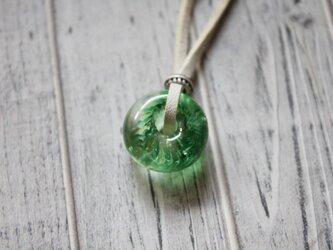 蜻蛉玉の革紐ネックレス〈陽炎/緑〉の画像