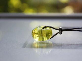 蜻蛉玉の革紐ネックレス〈陽炎/黄〉〈A-14〉の画像