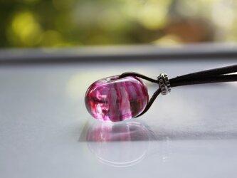 蜻蛉玉の革紐ネックレス〈陽炎/ピンク×紫〉〈A-11〉の画像