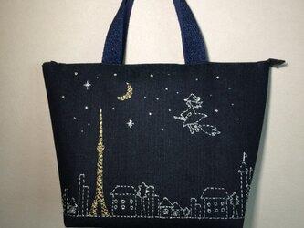 《受注製作》夜空に浮かぶ東京タワーと魔女 刺繍バッグの画像