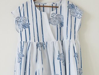 白地群青浴衣のプルブラウスの画像